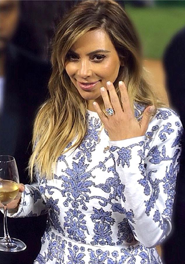 Kardashian'ın Nişan Yüzüğü1
