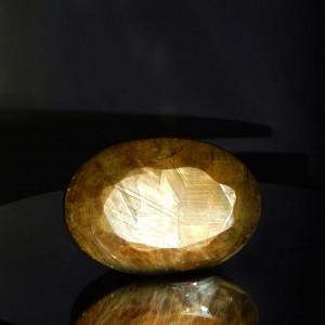 Dünyanın en büyük kahverengi safir taşı